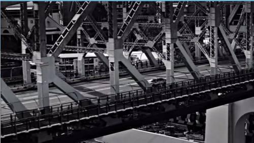 鉄橋をわたる