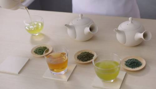 茶葉によって色が異なります。