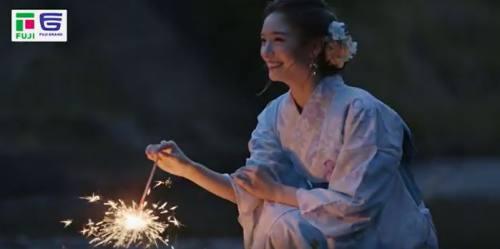 花火を楽しむ