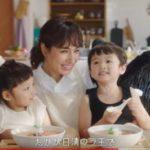 二人の子供にお昼を